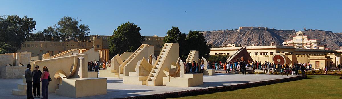 Jaipur_Jantar_Mantar_panorama_2011